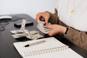 Person giving an online fast cash loans